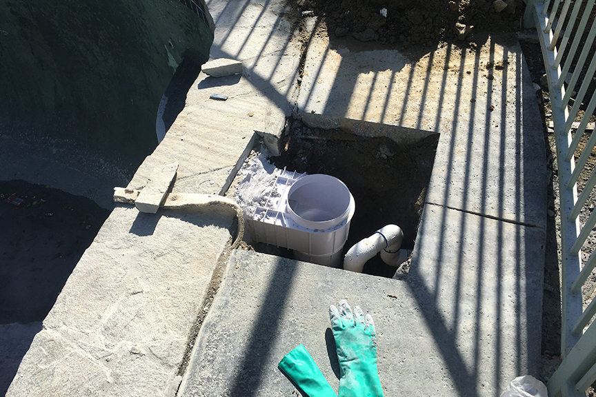 Leak Detection and Repair On Leak in a Skimmer on a Pool